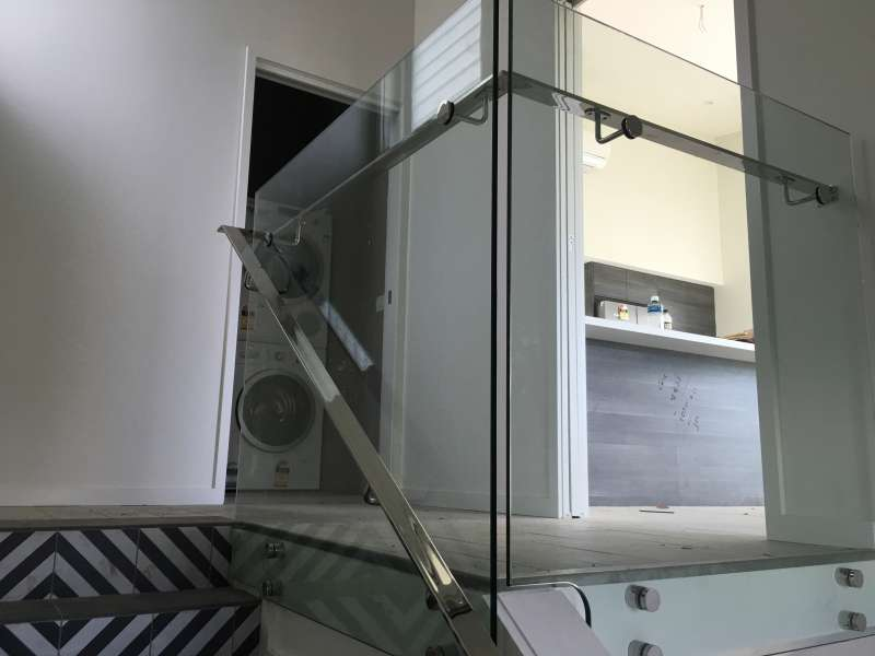 Internal Frameless Glass.